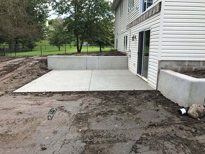 You can choose a rectangular or curvy design next to the home or freestanding in the yard. A concrete patio establishes new living space outdoors and adds ... & Poured Concrete Retaining Wall and Concrete Patio in Minneapolis MN